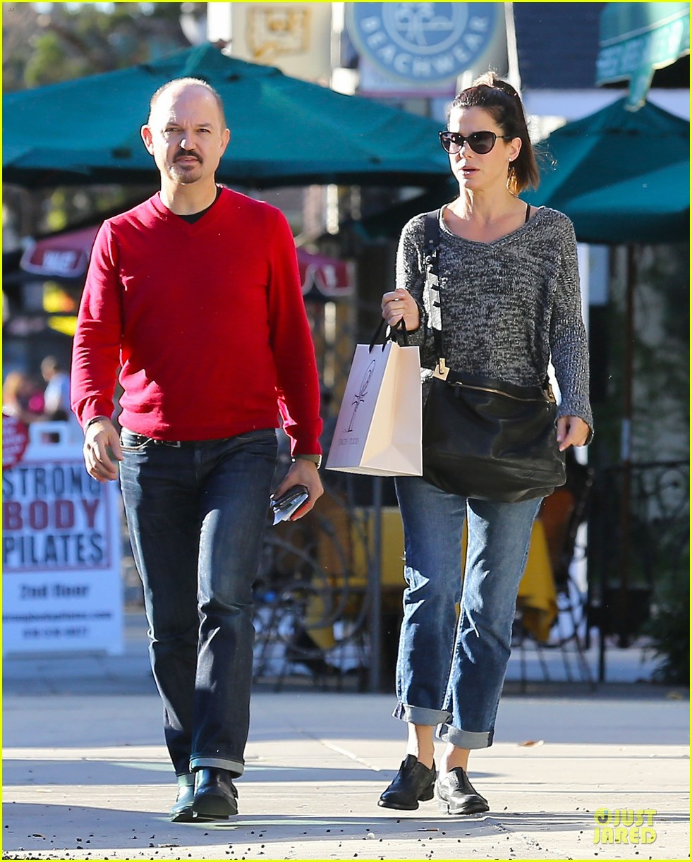 sandra bullock shopping with mystery man after golden globes 01