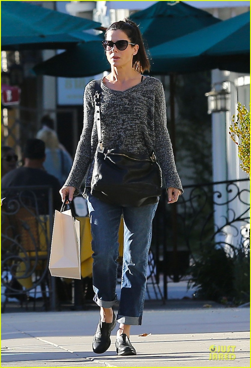 sandra bullock shopping with mystery man after golden globes 03