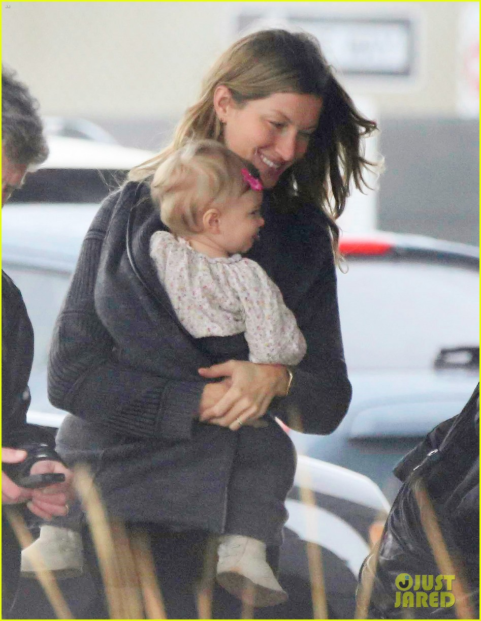 gisele bundchen baby vivian leave chilly boston together 02