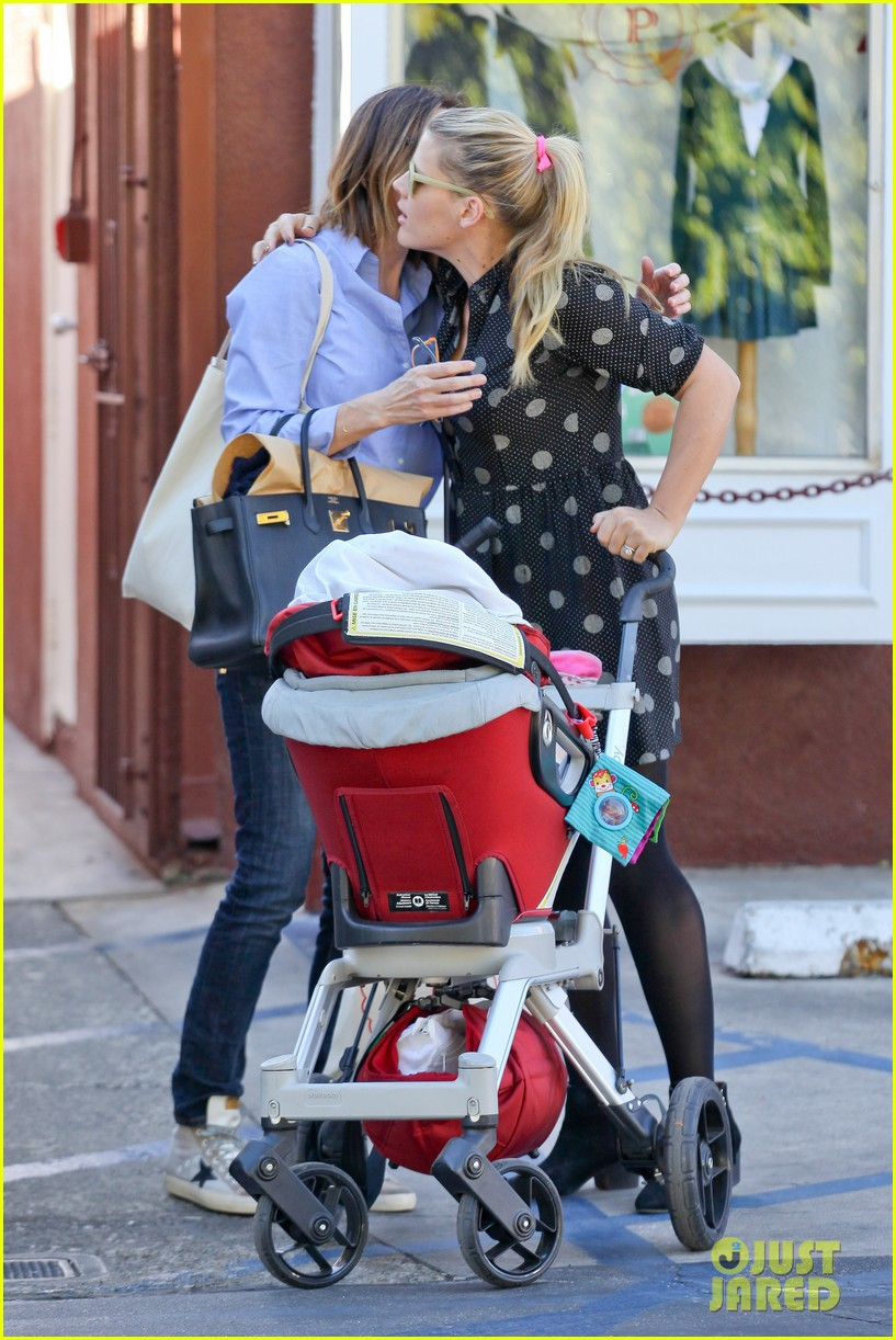 busy philipps hangs with cougar town co star christa miller 07