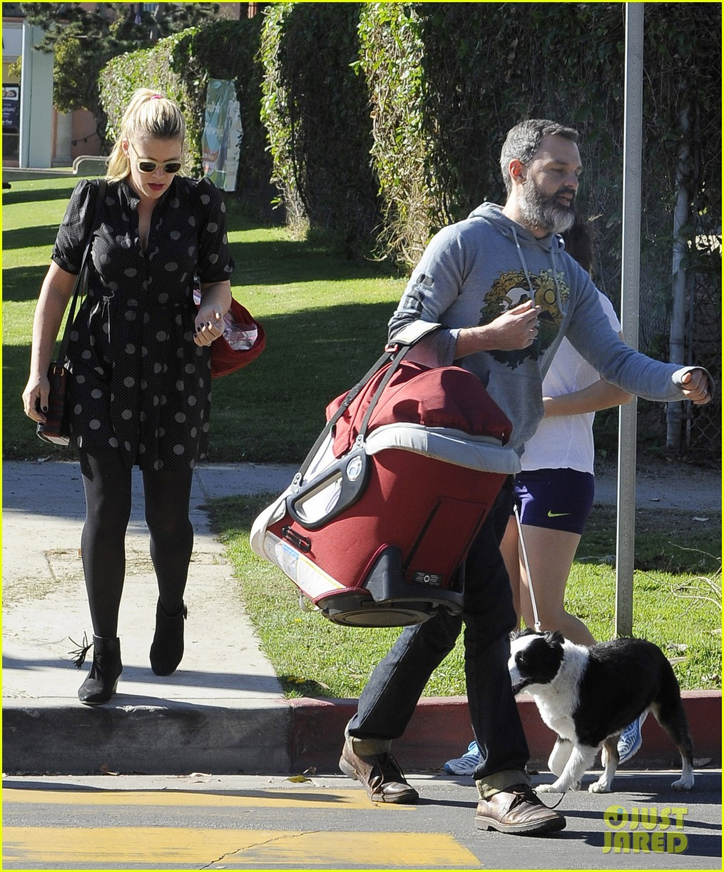 busy philipps hangs with cougar town co star christa miller 16