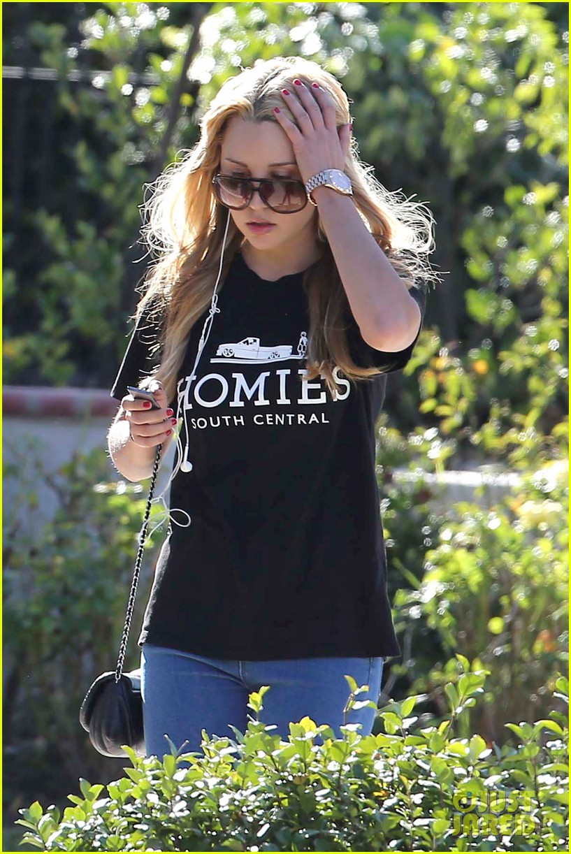 amanda bynes steps out in the new year 05