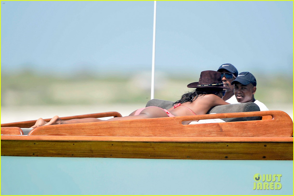 naomi campbell new years eve on the beach in kenya 143021283