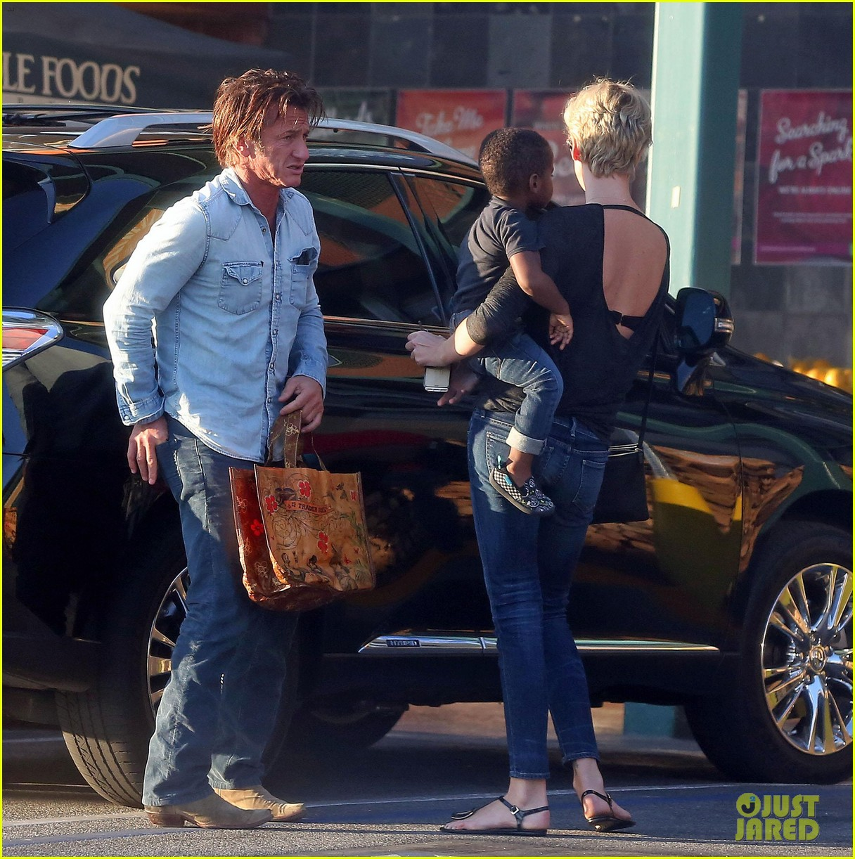 sean penn makes funny faces for charlize therons son 03