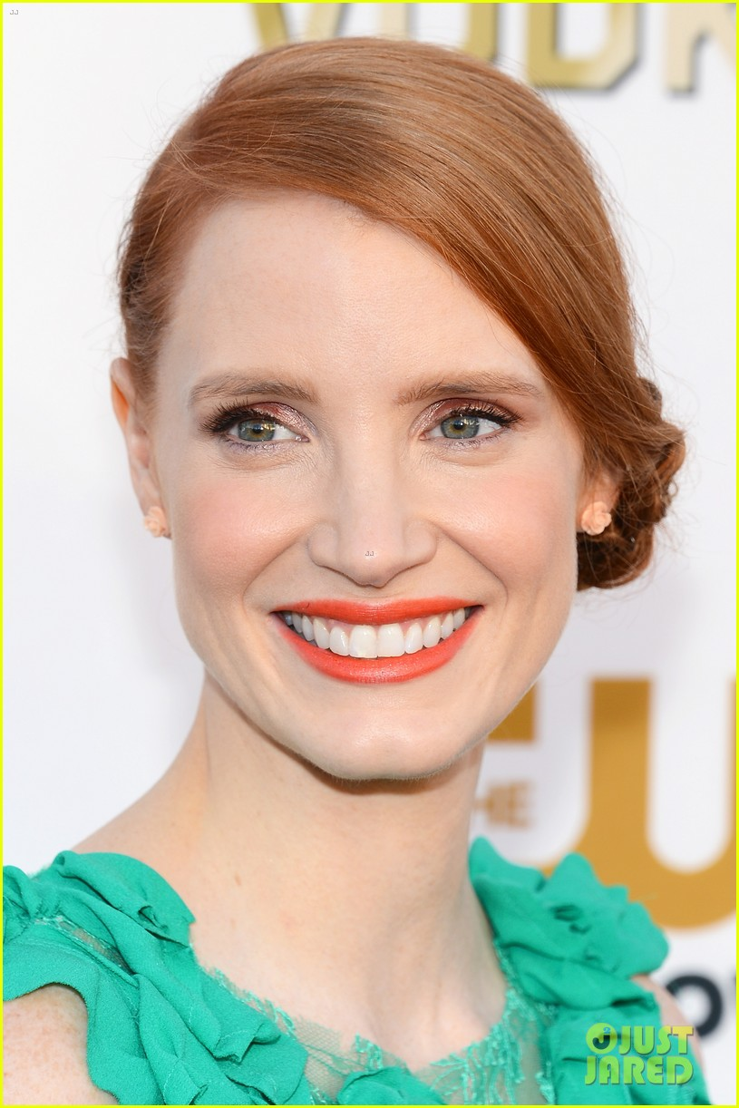 jessica chastain critics choice movie awards 2014 red carpet 02
