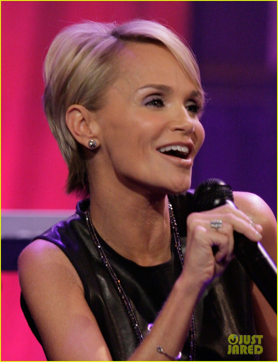 kristin chenoweth talks boyfriend dana brunetti on leno 053033313
