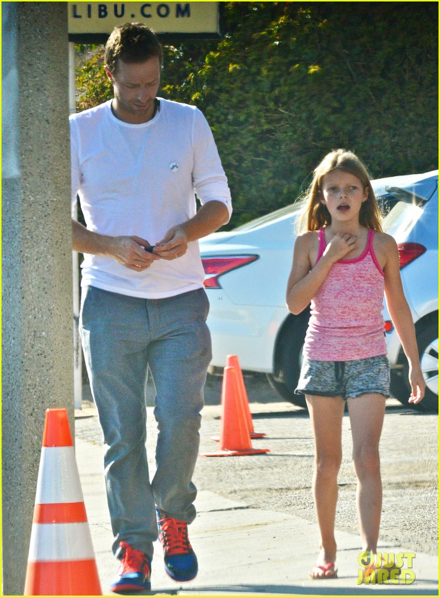 chris martin father daughter day with apple 05