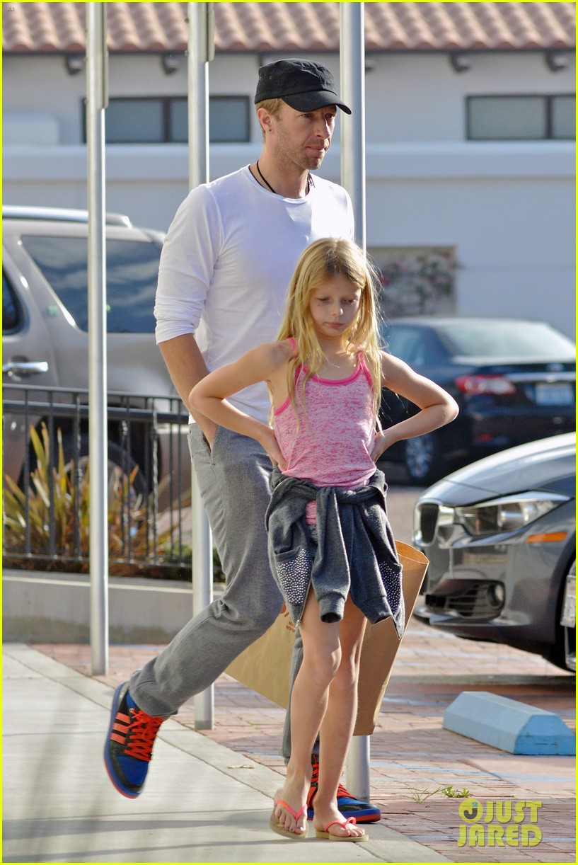 chris martin father daughter day with apple 123040620