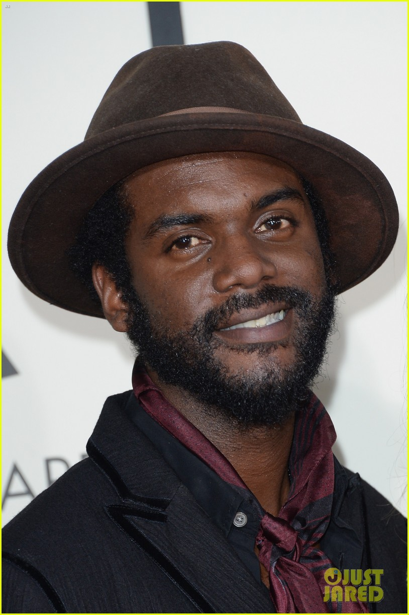 gary clark jr grammys 2014 with girlfriend nicole trunfio 043040904