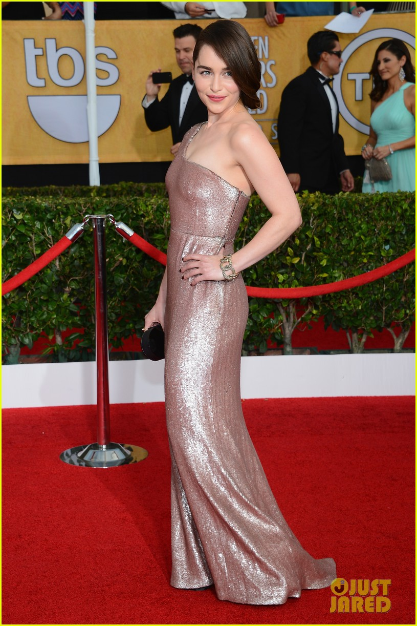 emilia clarke sag awards 2014 red carpet 05