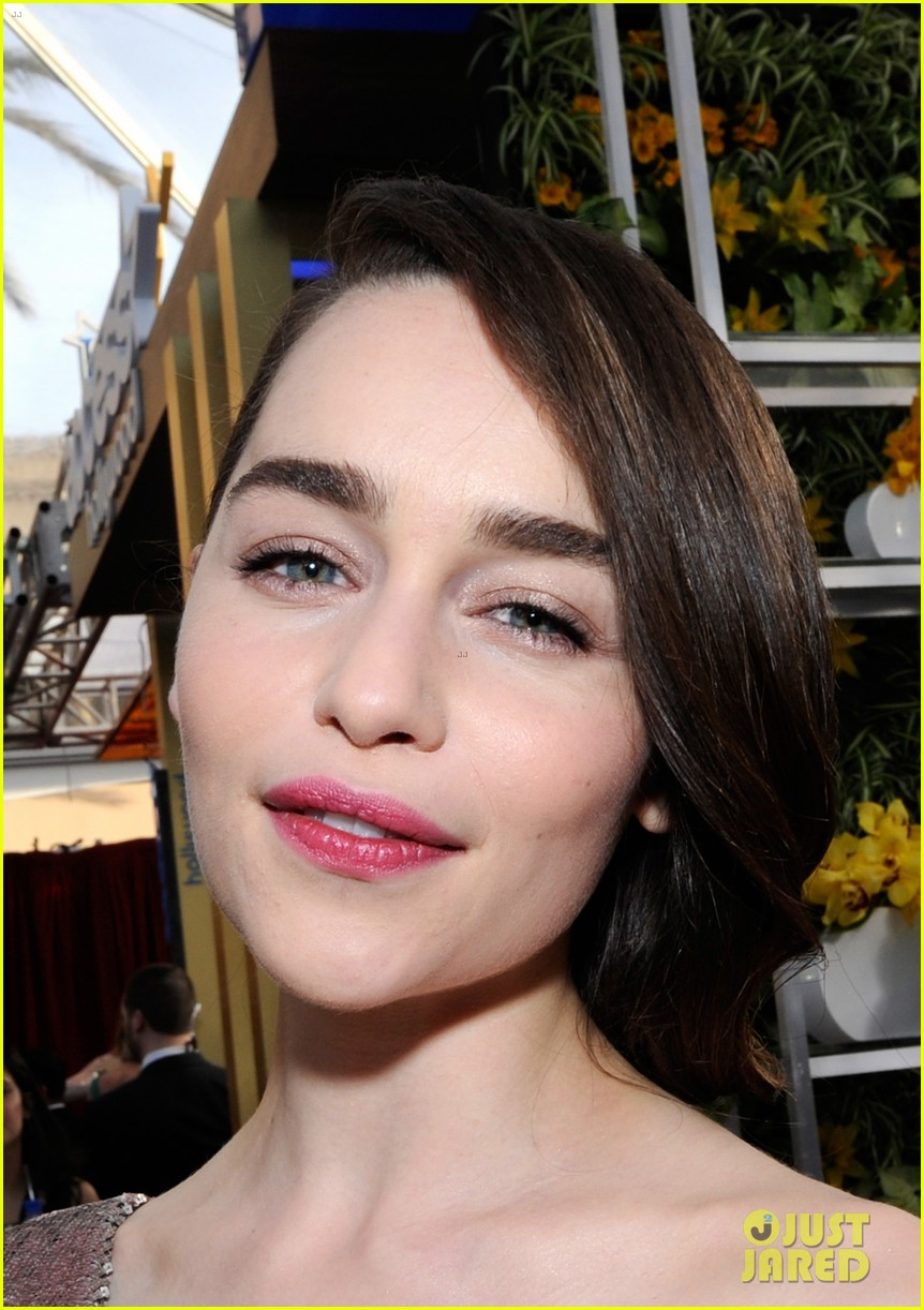 emilia clarke sag awards 2014 red carpet 07