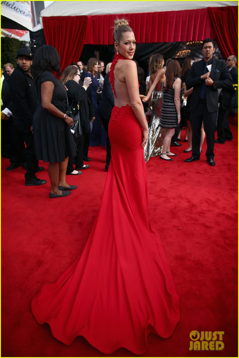 colbie caillat grammys 2014 red carpet 04