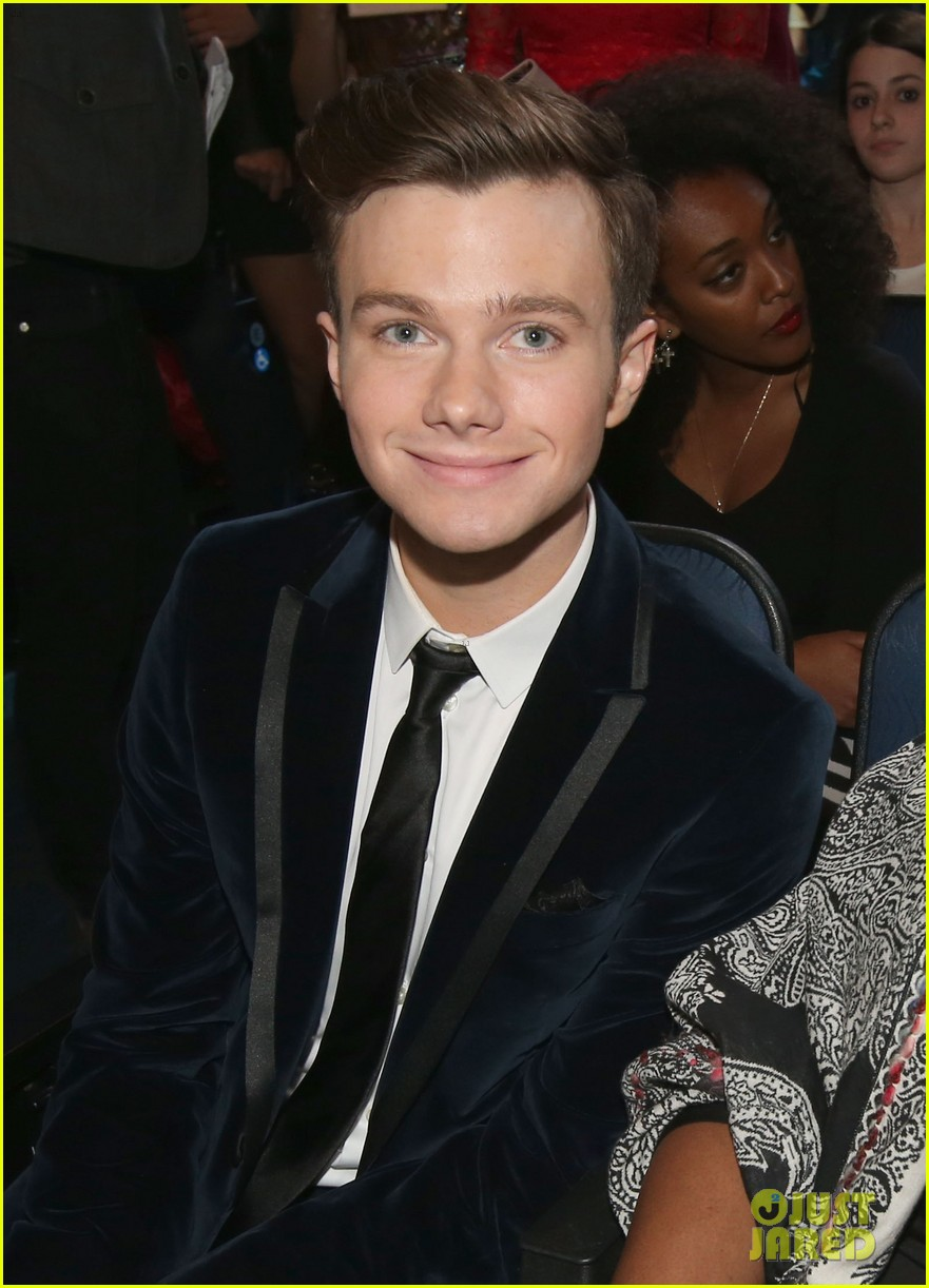 chris colfer wins favorite comedic tv actor at pcas 2014 02