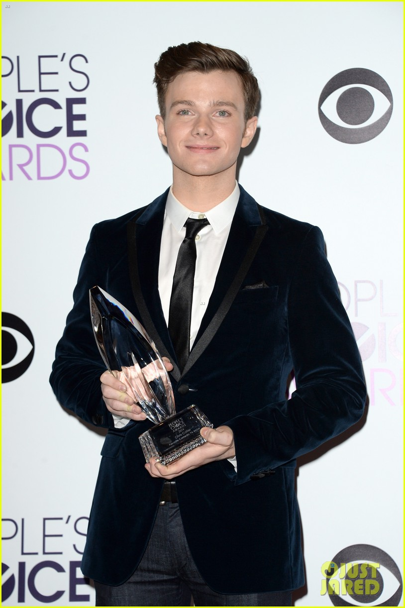 chris colfer wins favorite comedic tv actor at pcas 2014 03