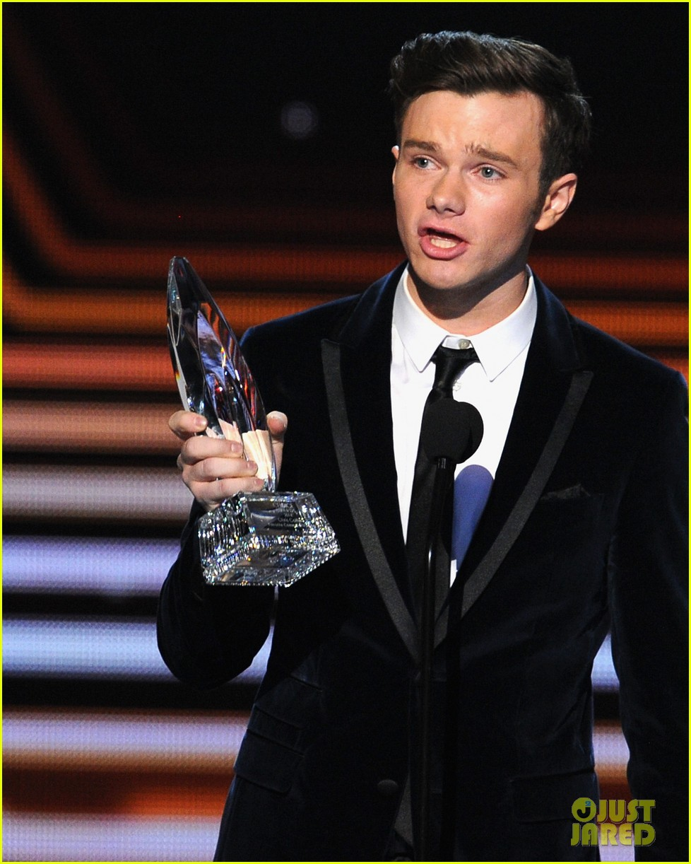 chris colfer wins favorite comedic tv actor at pcas 2014 08