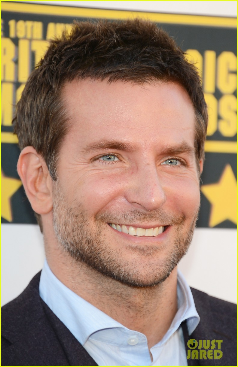bradley cooper critics choice movie awards 2014 red carpet 033032940