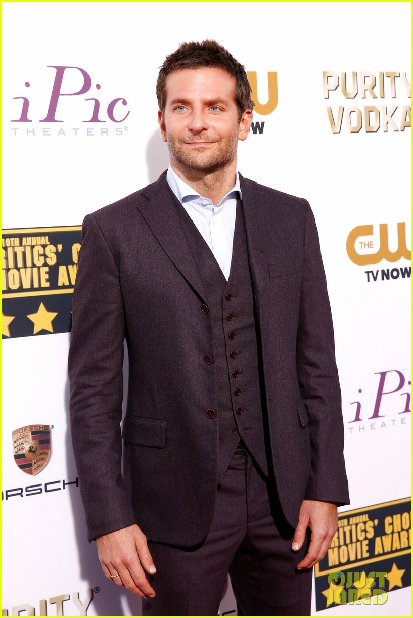 bradley cooper critics choice movie awards 2014 red carpet 043032941