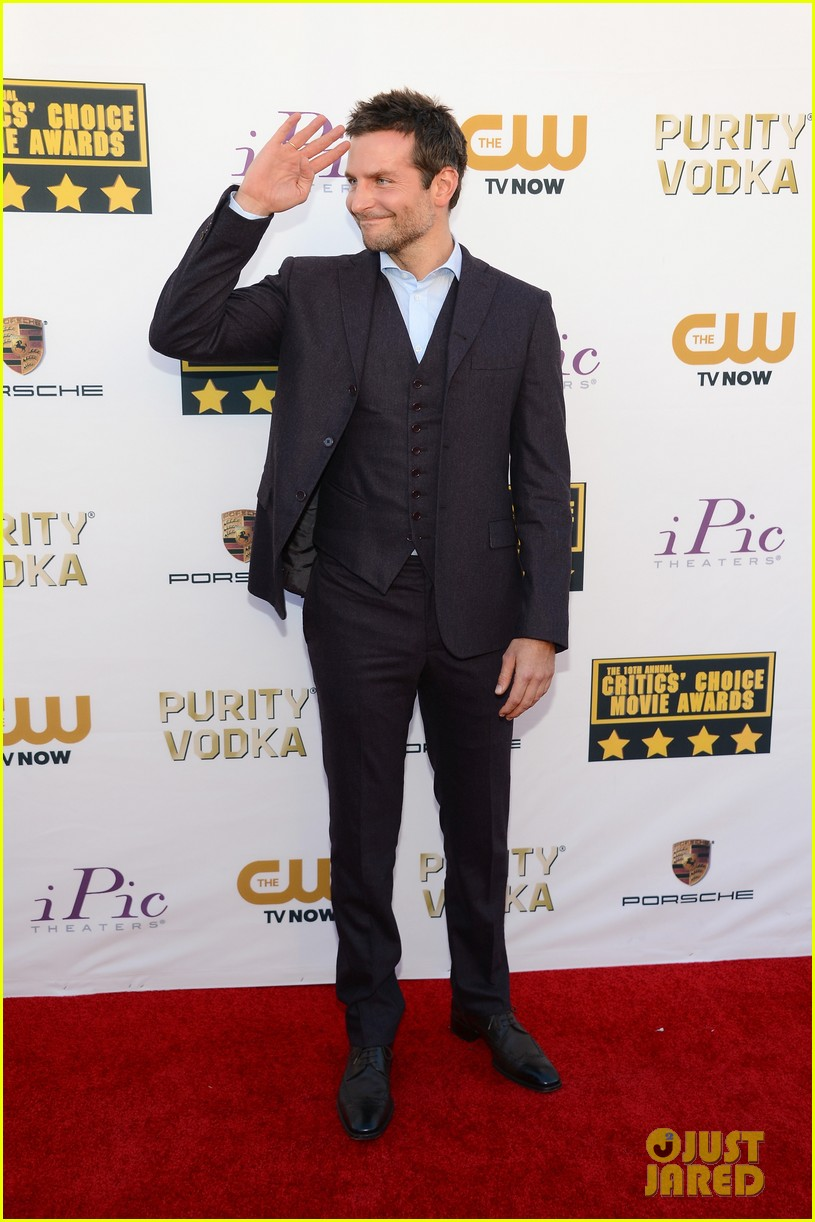 bradley cooper critics choice movie awards 2014 red carpet 053032942
