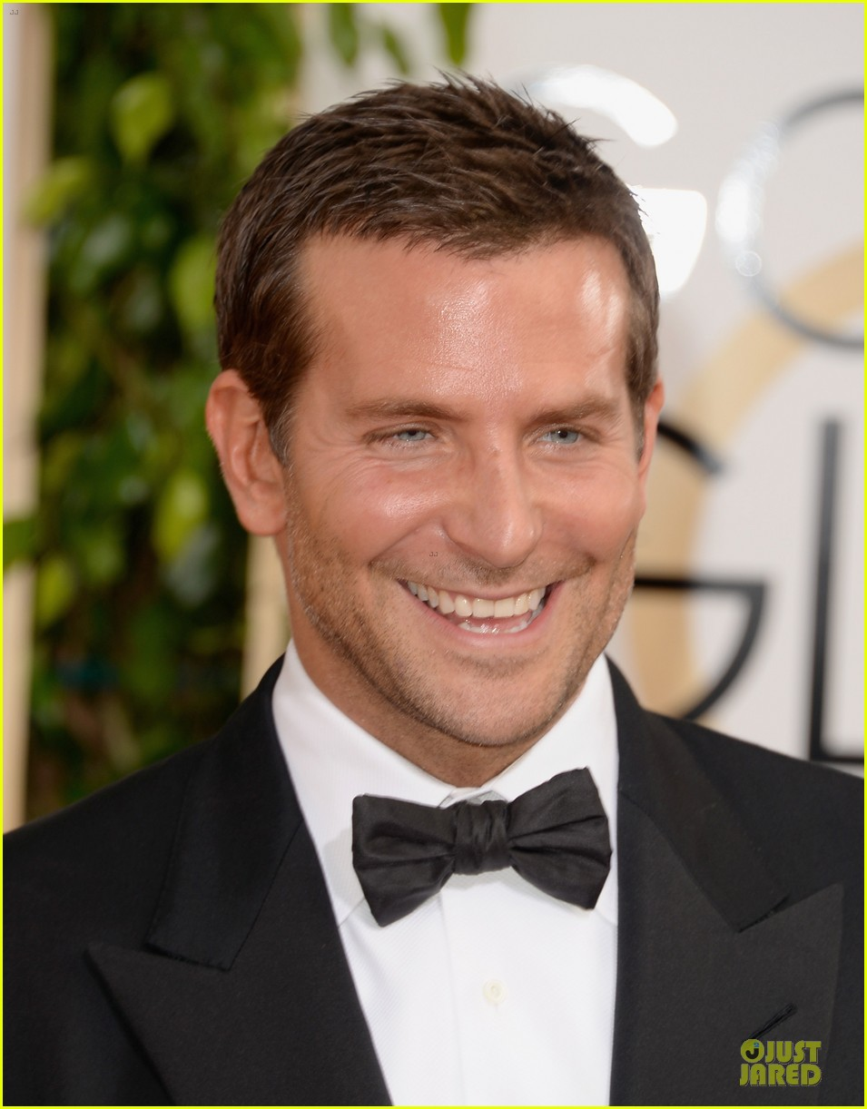 bradley cooper golden globes 2014 red carpet 043029264
