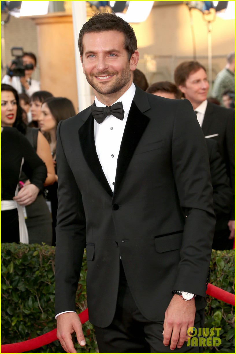 bradley cooper sag awards 2014 red carpet 04