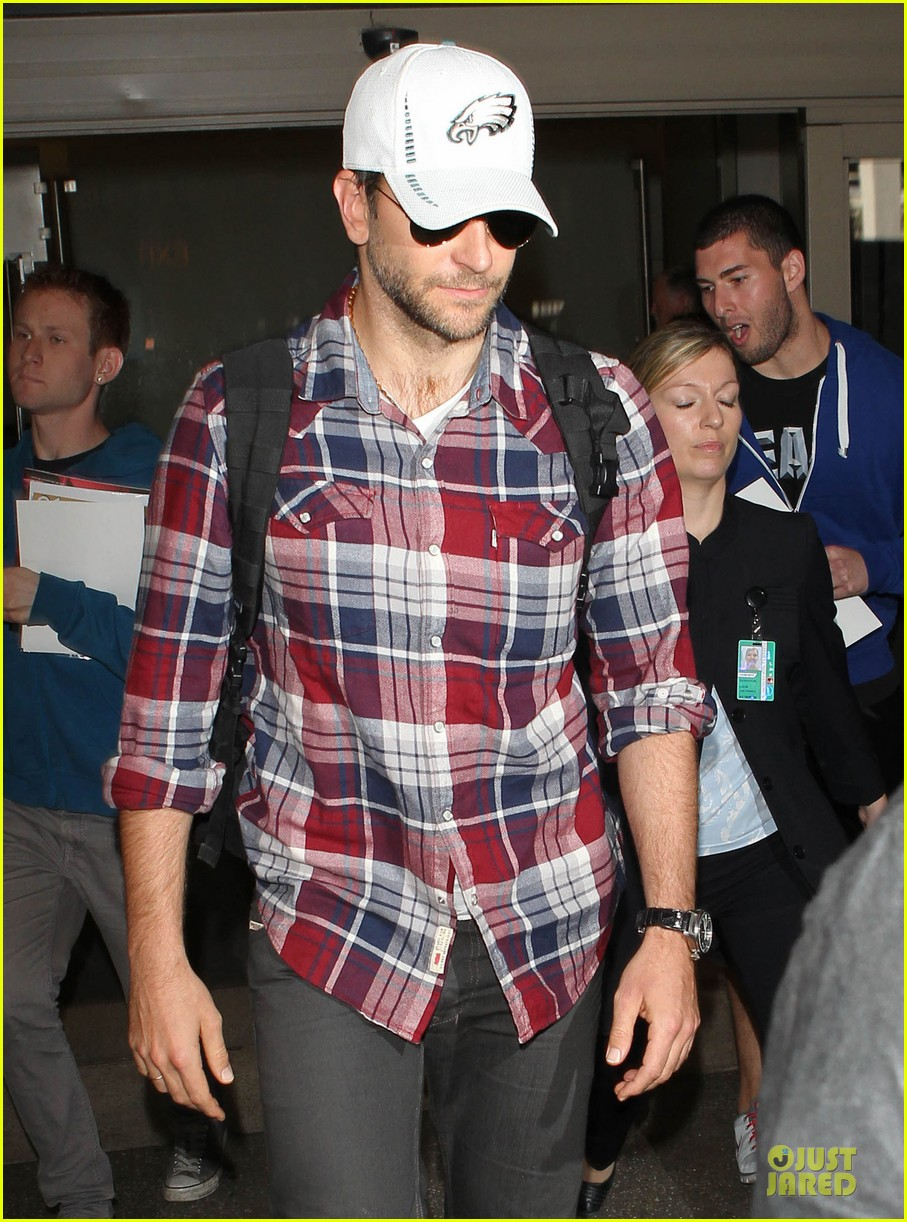 bradley cooper suki waterhouse lax arrival in the new year 07