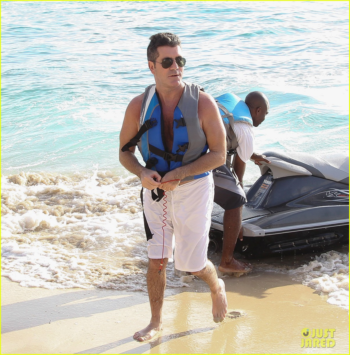 shirtless simon cowell draws large female crowd at the beach 17