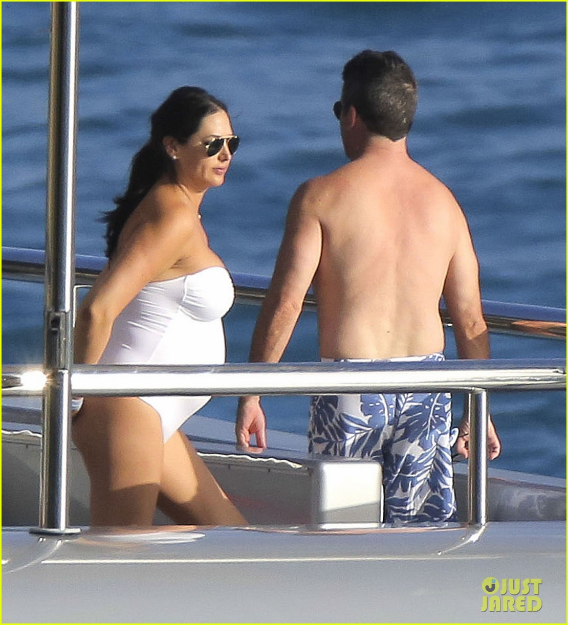 simon cowell very pregnant girlfriend relax on a yacht 10