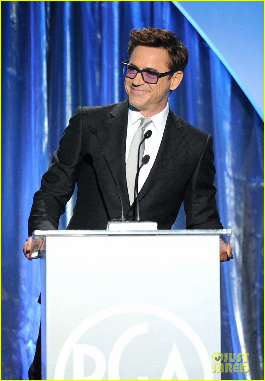 daniel craig robert downey jr producers guild awards 2014 093036228