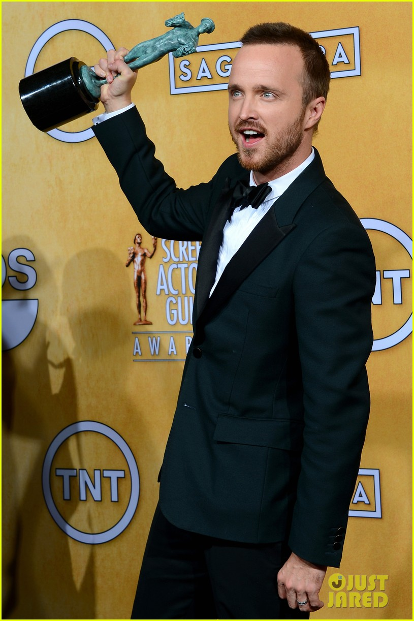 aaron paul bryan cranston sag awards 2014 103034876