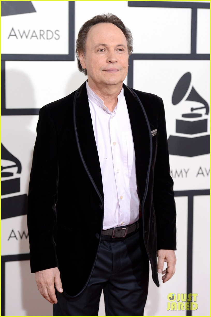 billy crystal grammys 2014 red carpet 03