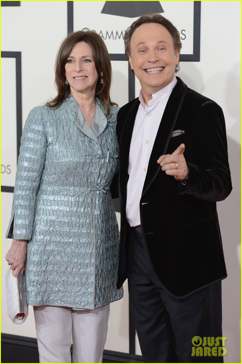 billy crystal grammys 2014 red carpet 08