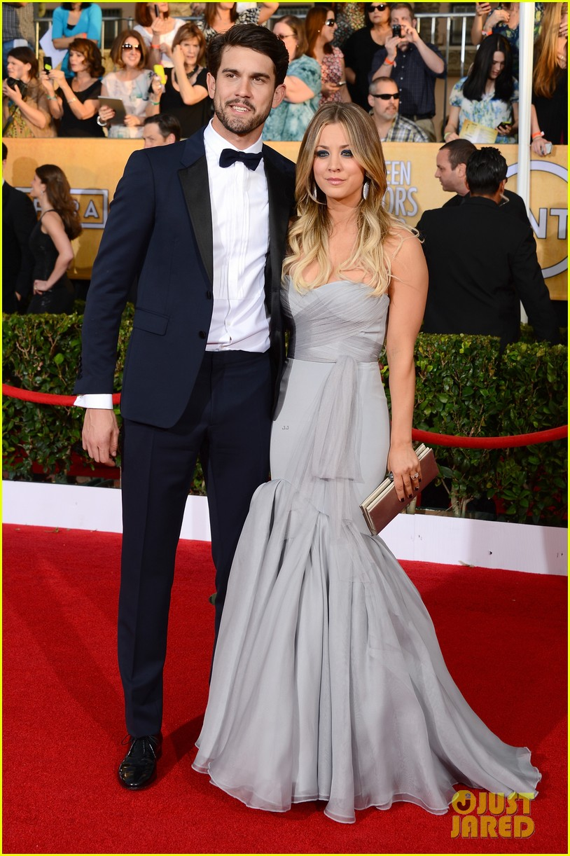 kaley cuoco ryan sweeting sag awards 2014 red carpet 01