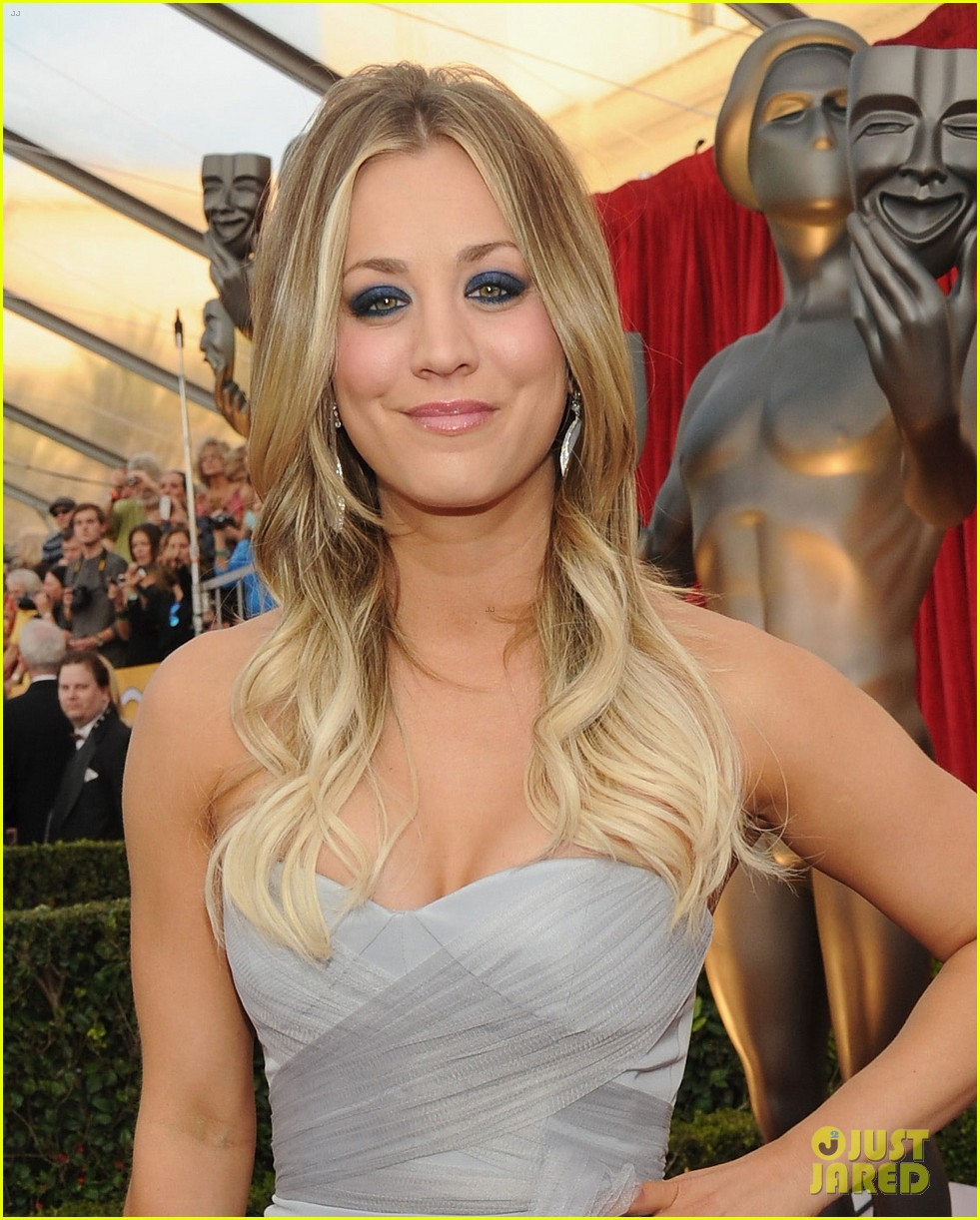 kaley cuoco ryan sweeting sag awards 2014 red carpet 043034942