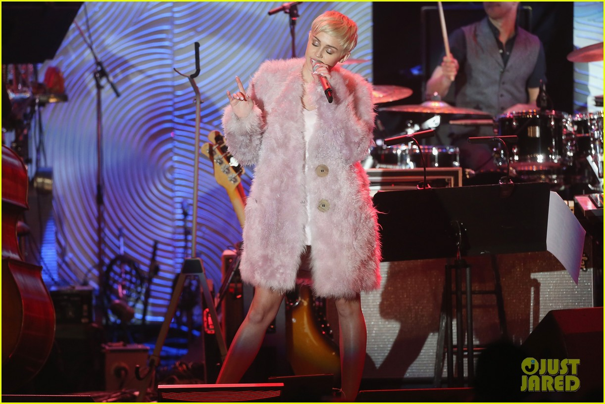 miley cyrus performs at clive davis grammys gala video 09
