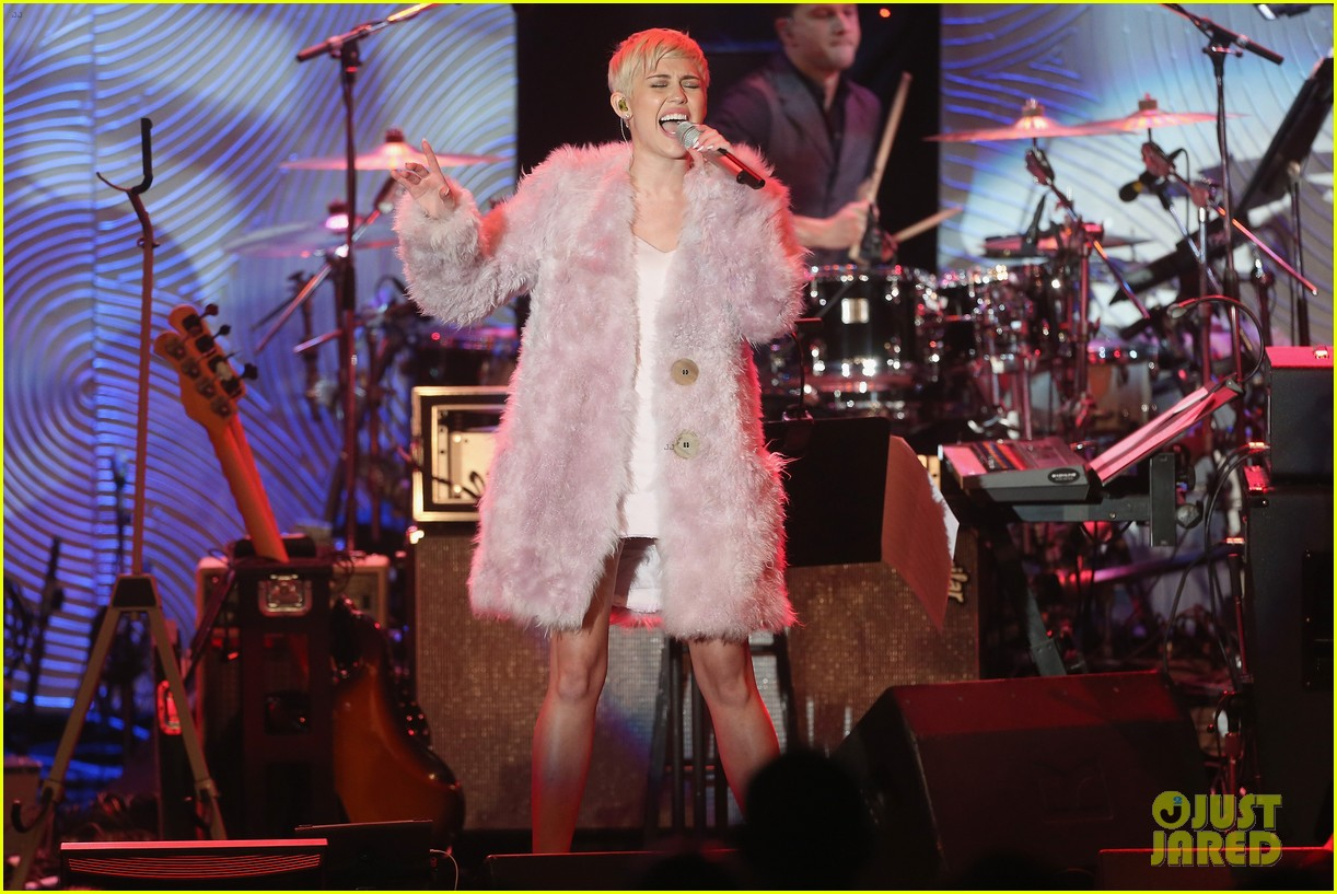 miley cyrus performs at clive davis grammys gala video 12