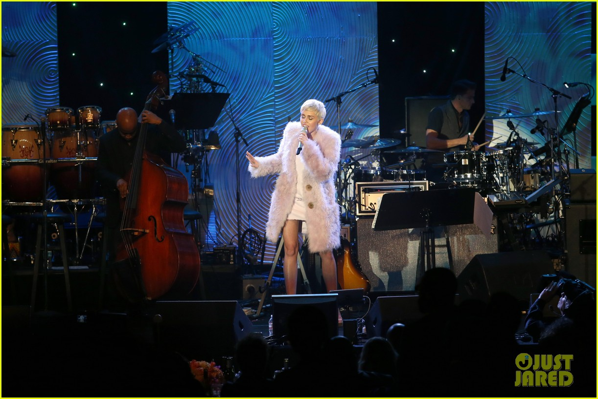 miley cyrus performs at clive davis grammys gala video 21