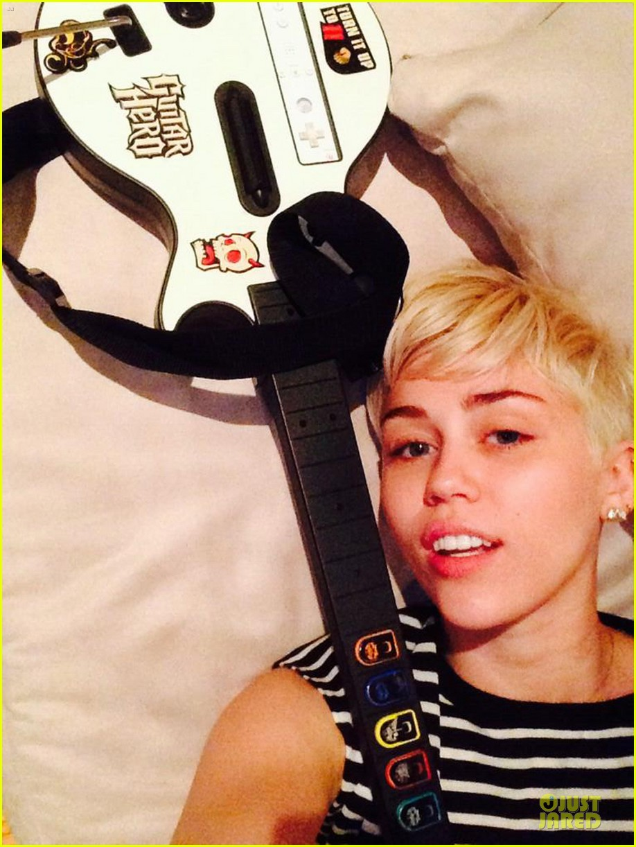 miley cyrus skips grammys plays guitar hero instead photo 013041603