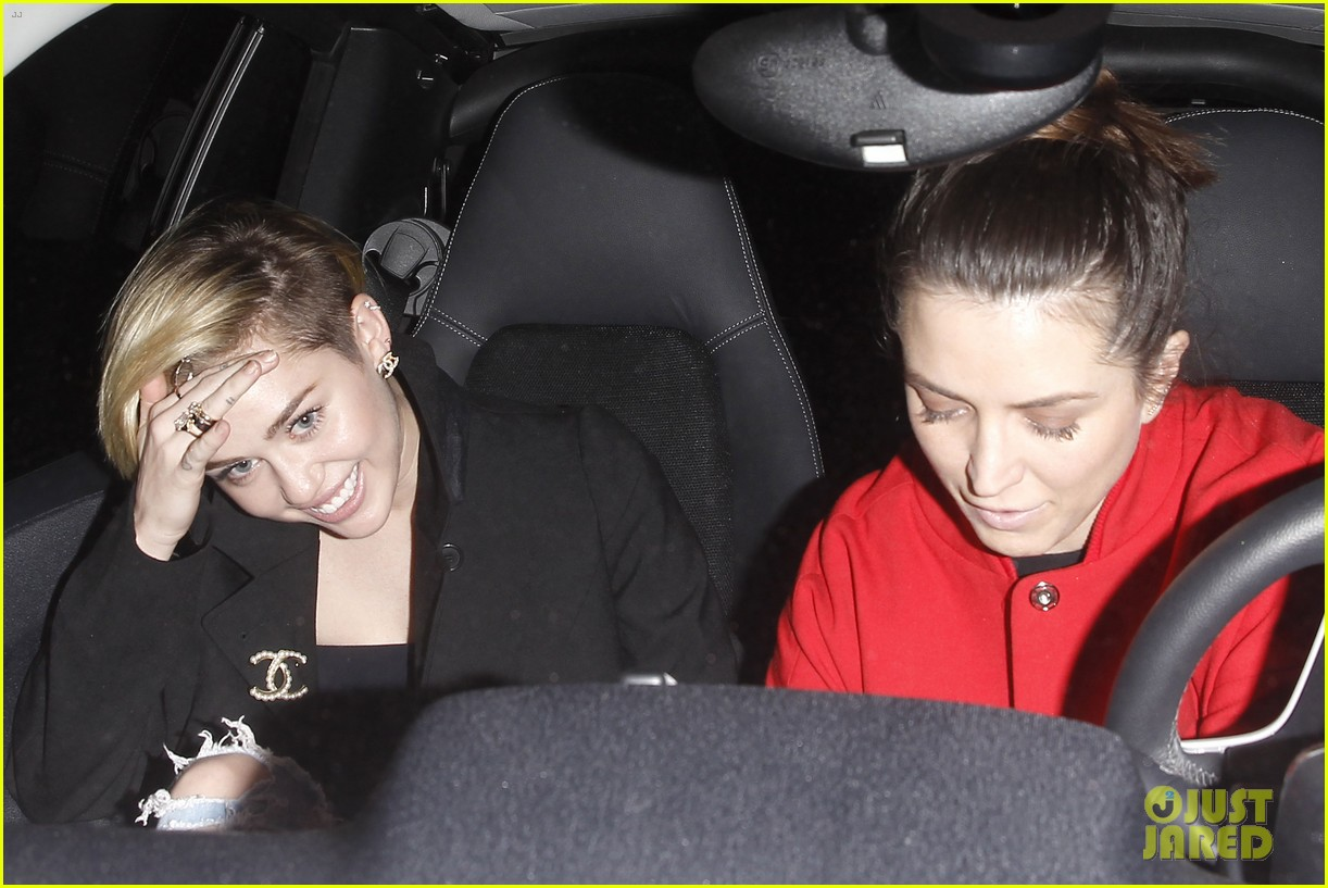 miley cyrus warwick night out after new years 143021964