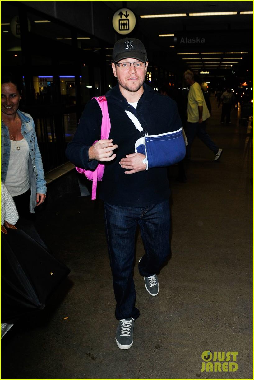 matt damon arrives at lax airport with injured arm 123022956