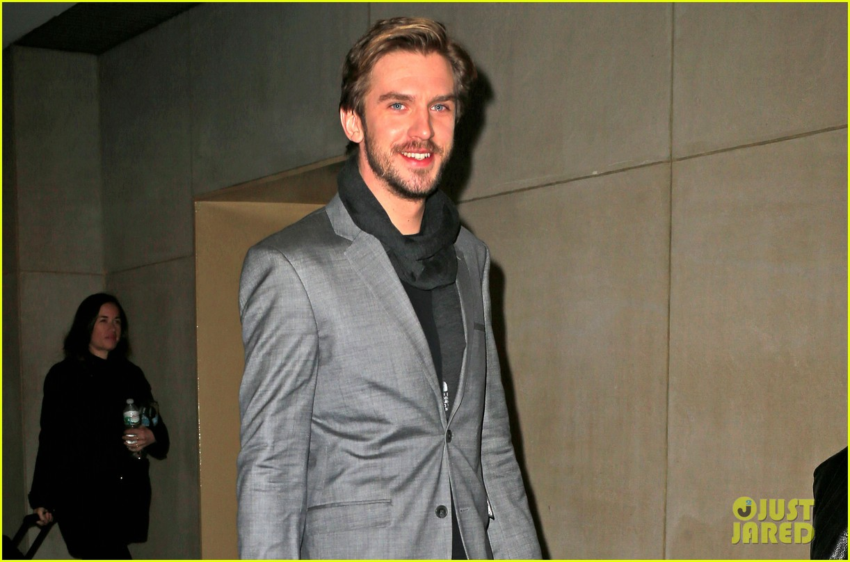 dan stevens apologizes for leaving downton abbey 033027160