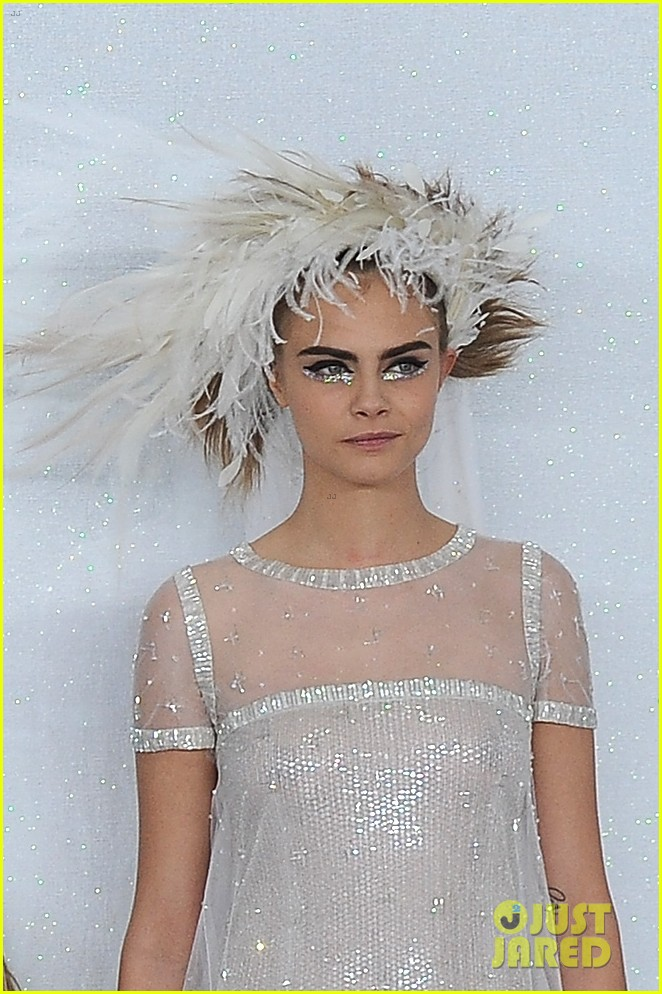 cara delevingne tilda swinton chanel paris fashion show 093036959