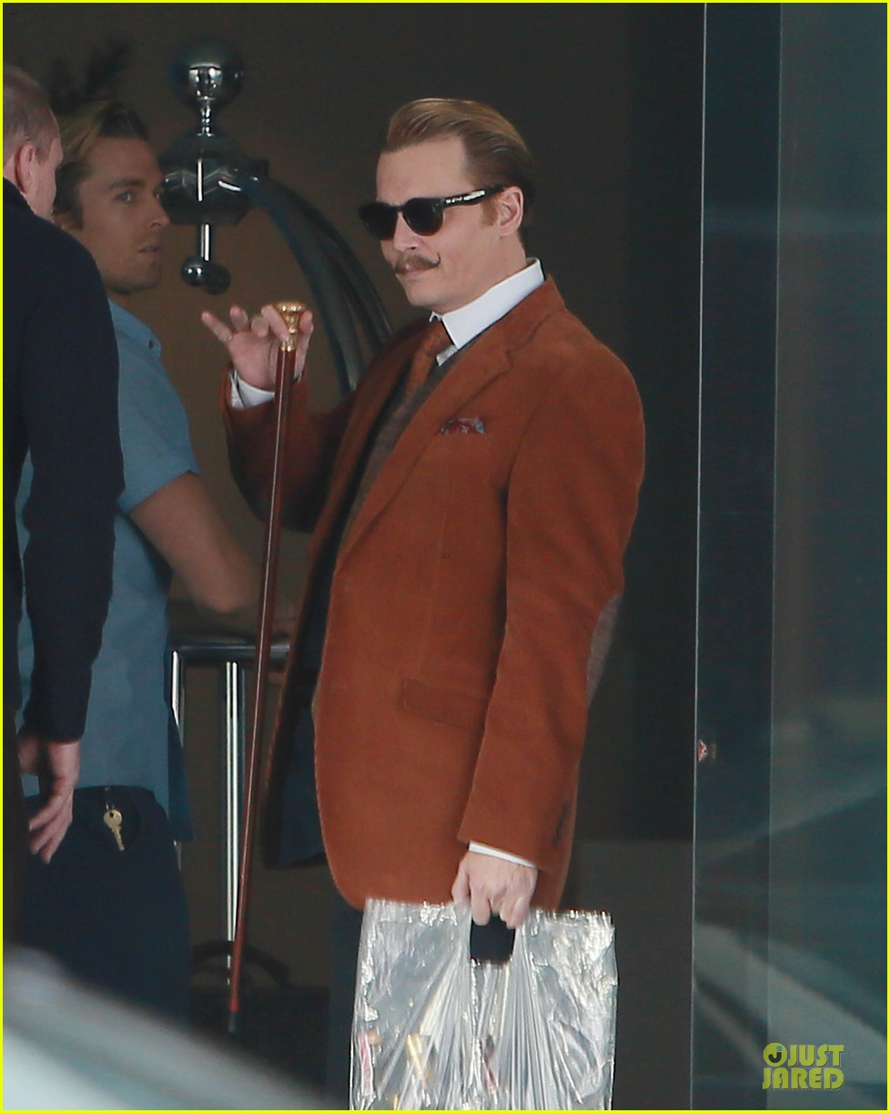 johnny depp mortdecai set with bikini clad babes 093024201