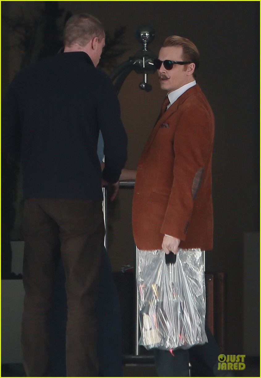 johnny depp mortdecai set with bikini clad babes 223024214