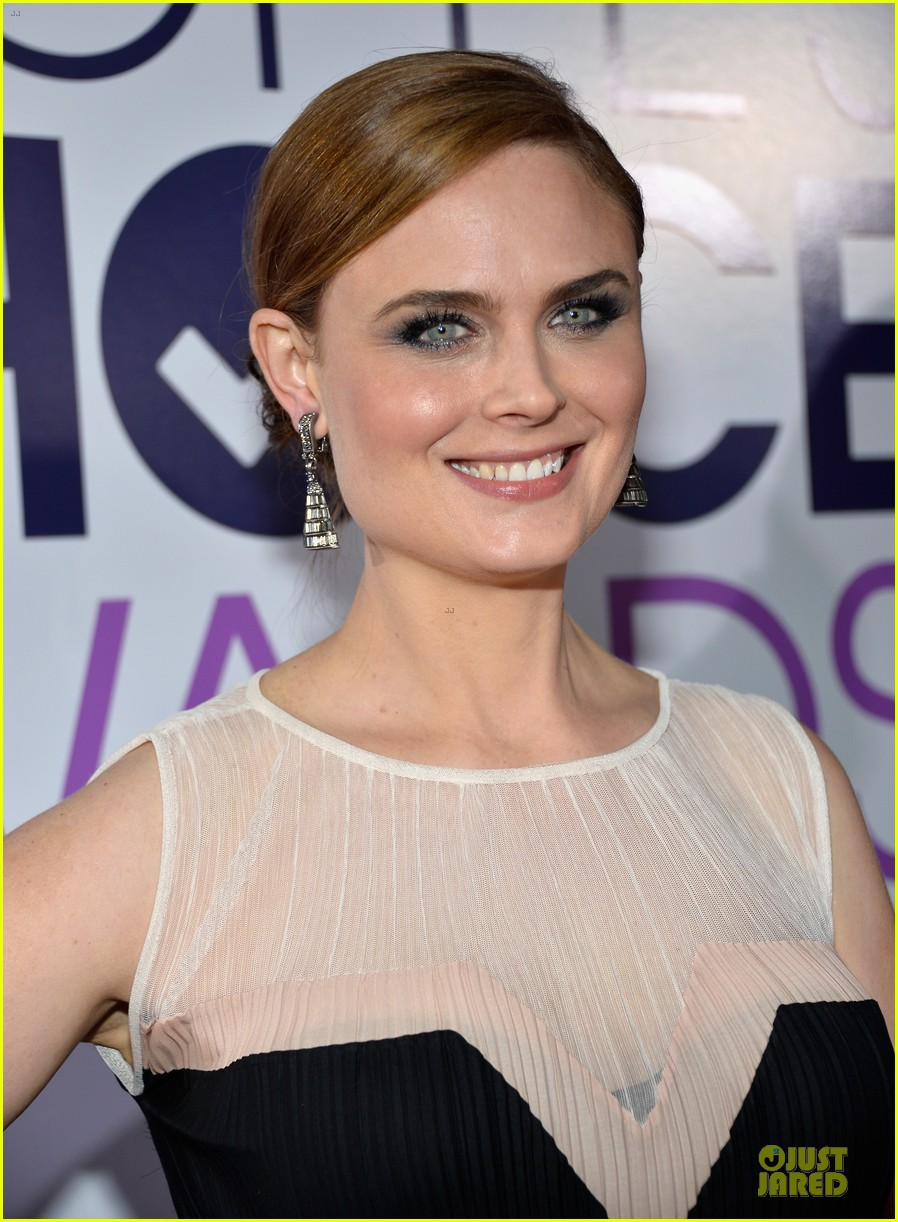 emily deschanel peoples choice awards 2014 red carpet 02