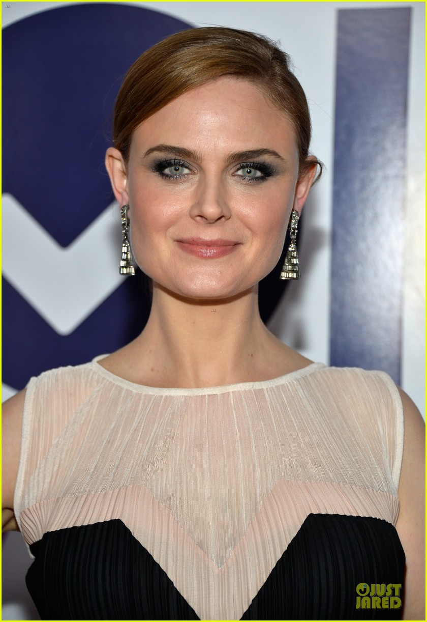emily deschanel peoples choice awards 2014 red carpet 06