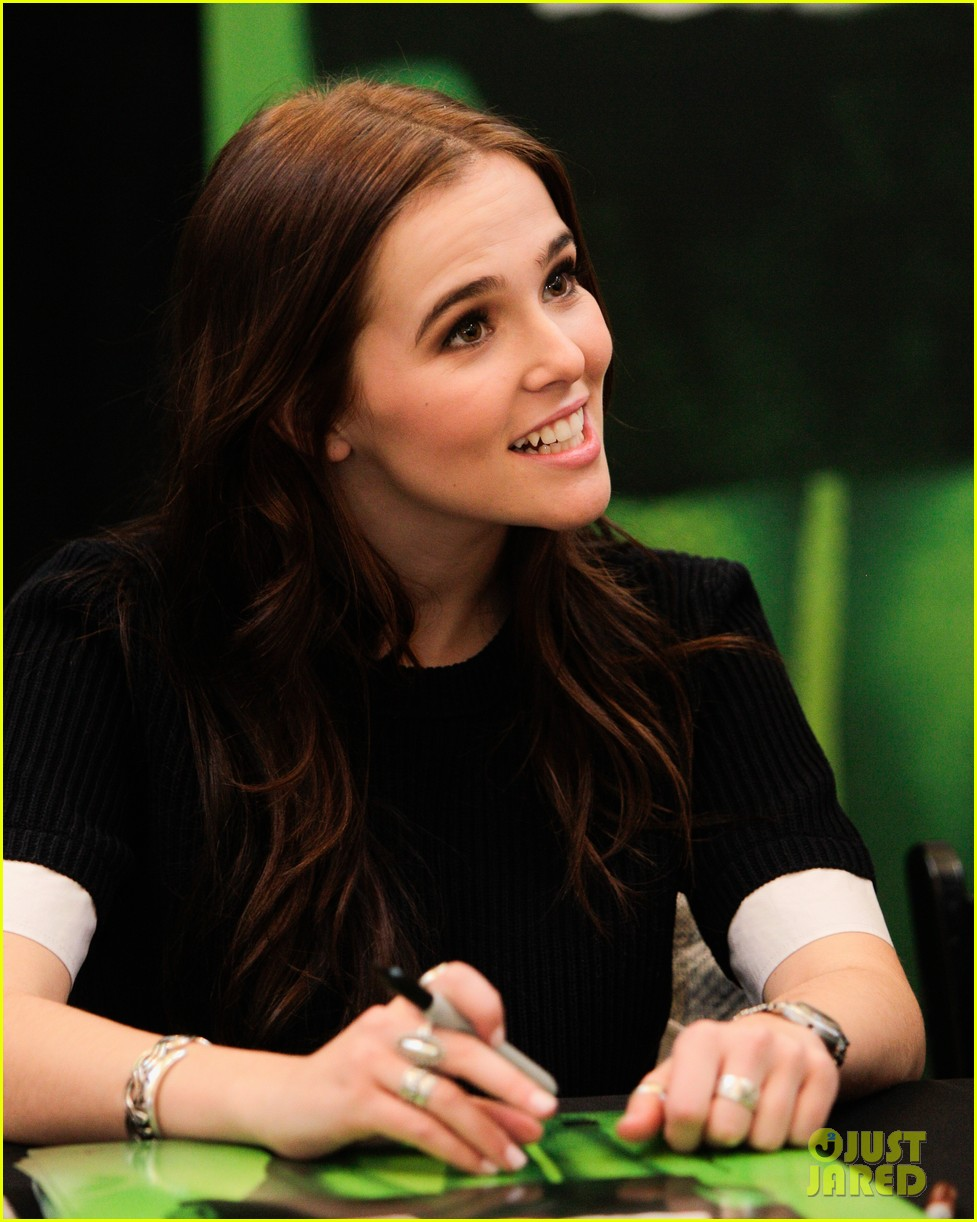 zoey deutch lucy fry vampire academy houston signing 05
