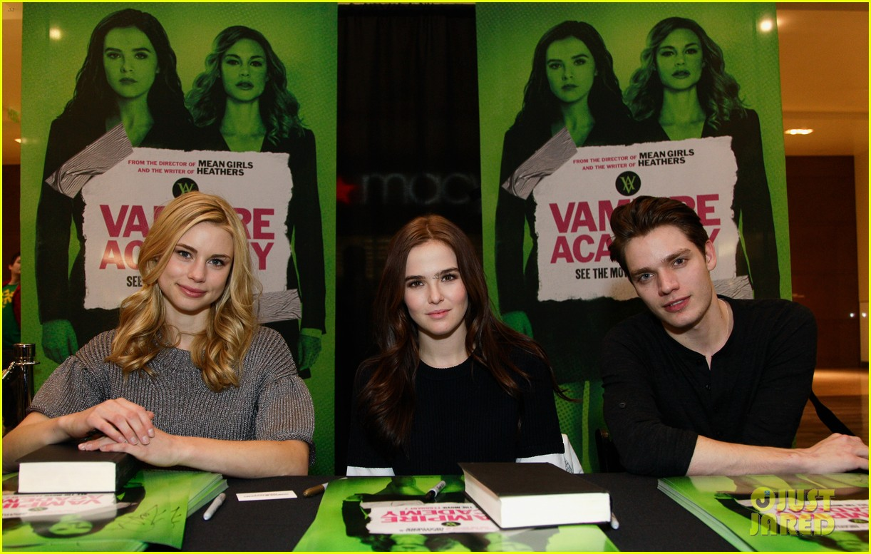 zoey deutch lucy fry vampire academy houston signing 11