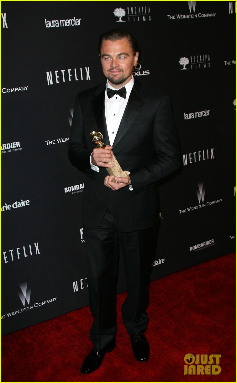 leonardo dicaprio shows off golden globe at weinstein party 04