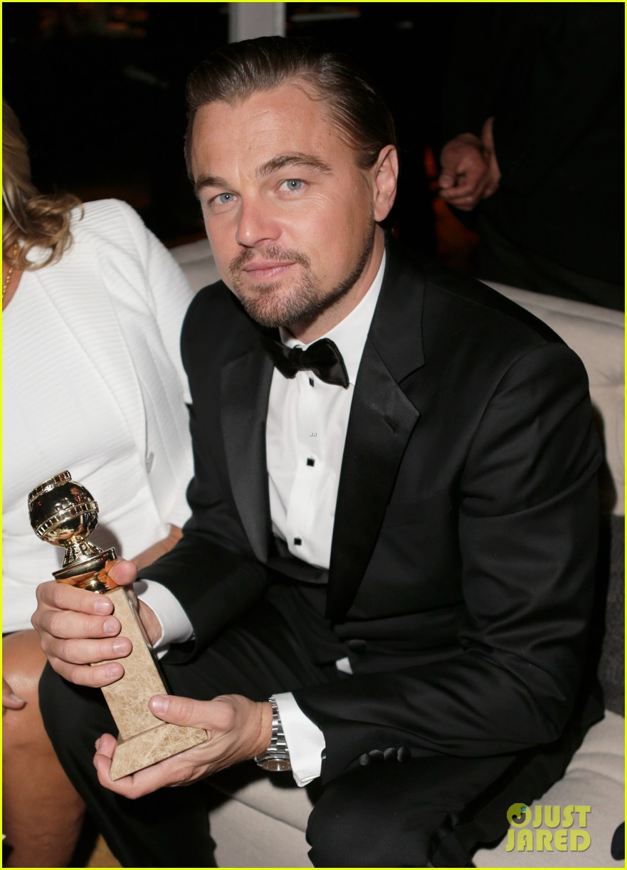 leonardo dicaprio shows off golden globe at weinstein party 12