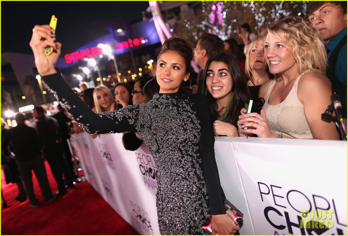 nina dobrev peoples choice awards 2014 red carpet 093025540
